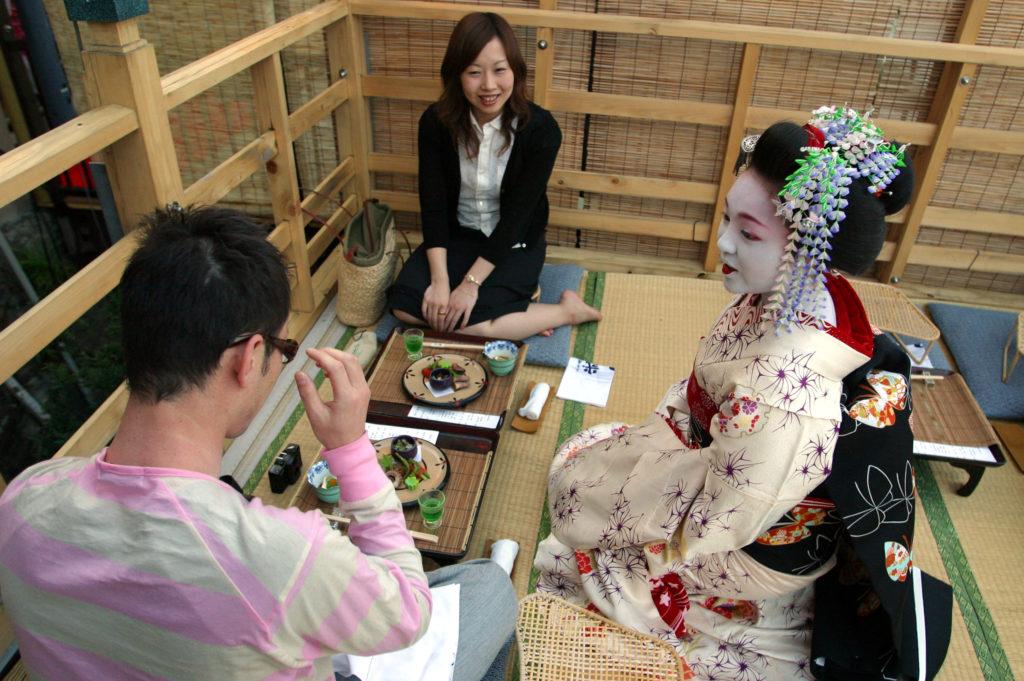 Maiko Entertain Restaurant Patrons