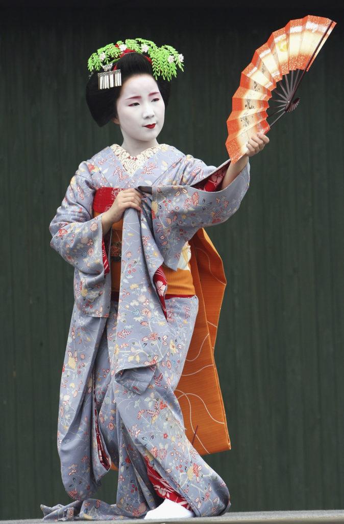 Maiko Geisha Visit The World Expo in Japan