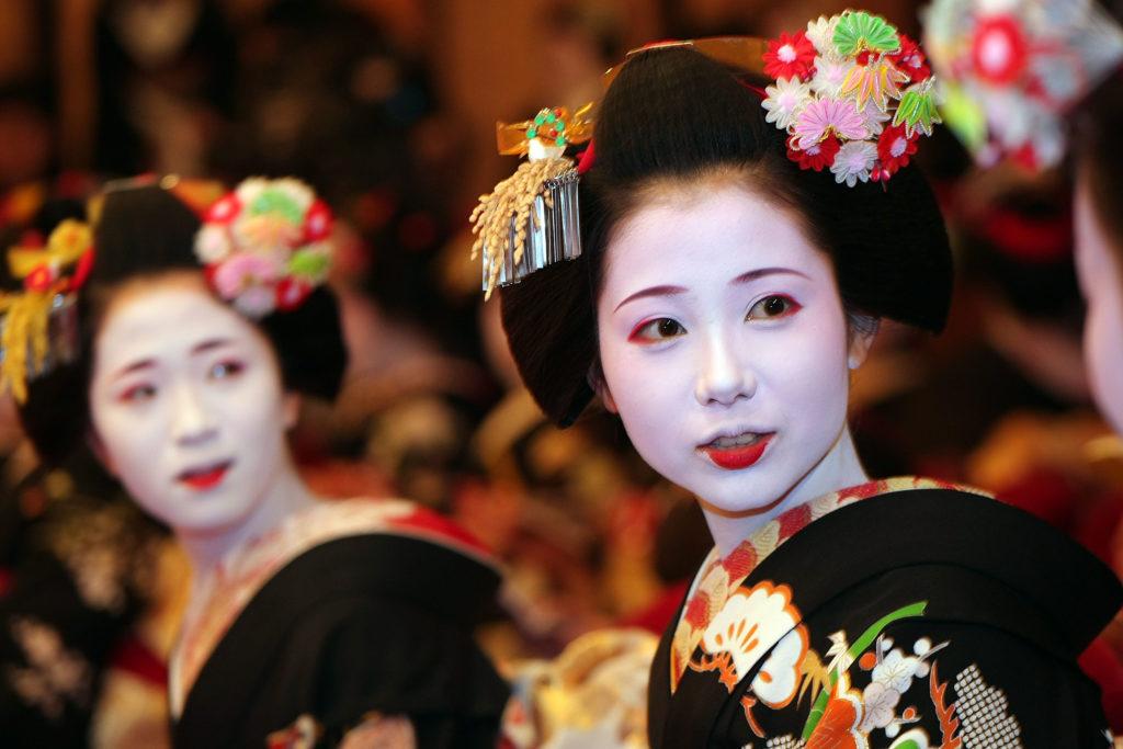 Maiko and Geiko Celebrate New Year