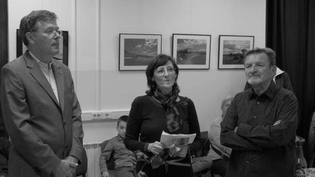 S otvorenja izložbe: Rolando Nikčević, Vesna Špoljar i autor fotografija Željko Plašč