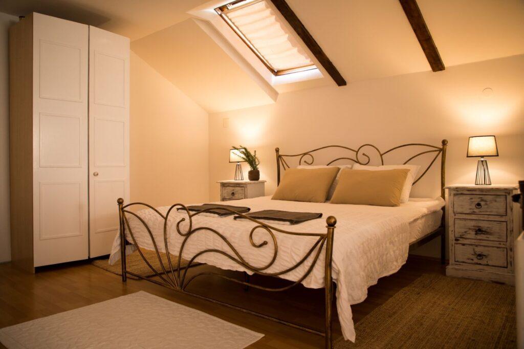 Green Hills Cottage spavaća soba krevet