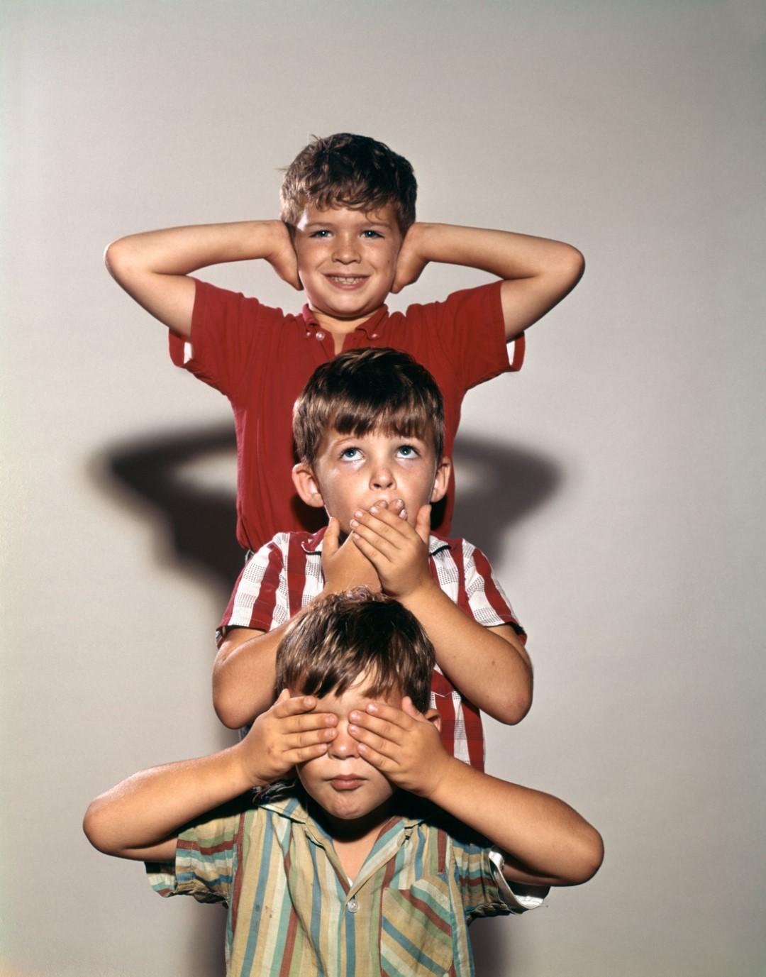 BRA2M3 1960s BOYS POSING AS THREE WISE MONKEYS SEE NO EVIL HEAR NO EVIL SPEAK NO EVIL SYMBOLIC STORY