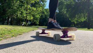 riding a longbard crush board cakovec