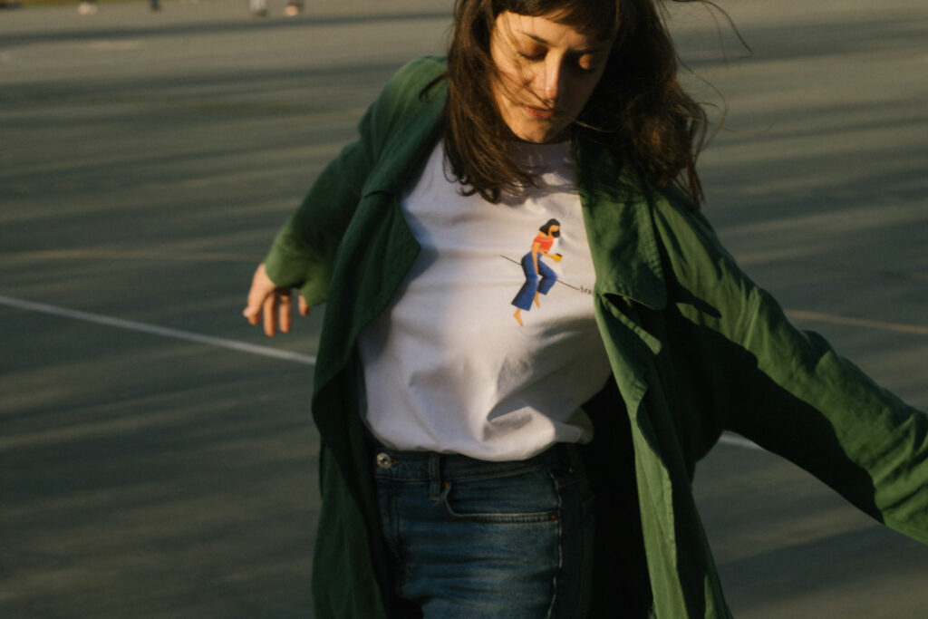 lara žigić white shirt green jacket