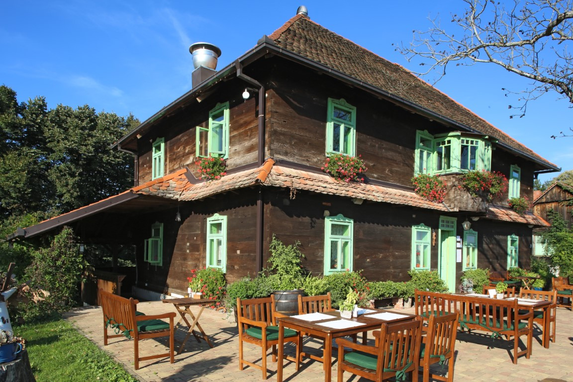 D-Fabijanic_August-restoran-i-vinarija-Moslavina-Popovača-Medium-2