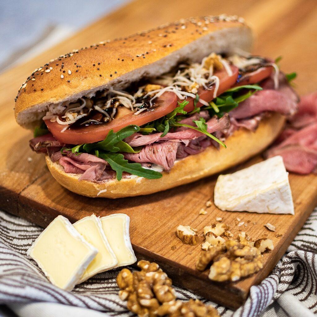 Roast beef sandvič