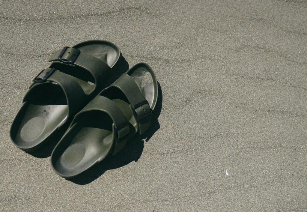 birkenstock obuća na plaži