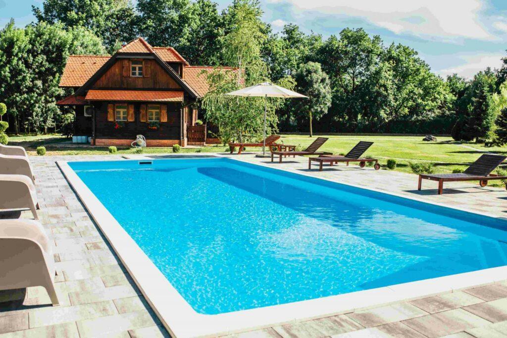 moslavačka priča kuća s bazenom
