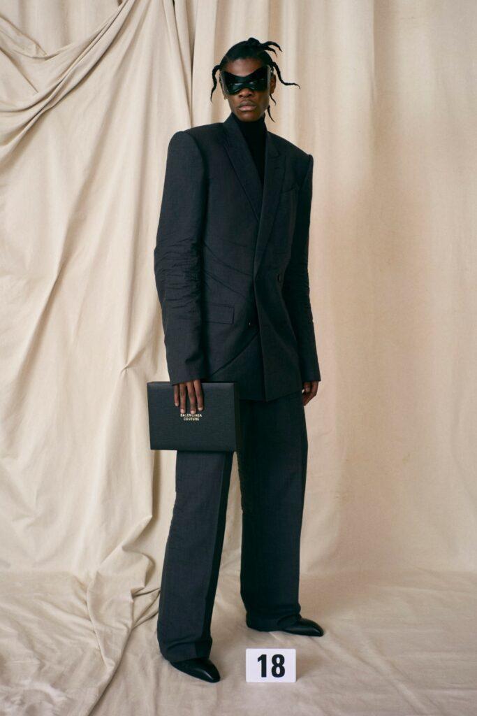 00018-Balenciaga-Couture-Fall-21-credit-brand