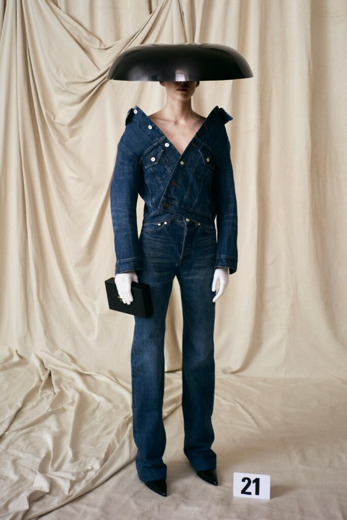 00021-Balenciaga-Couture-Fall-21-credit-brand