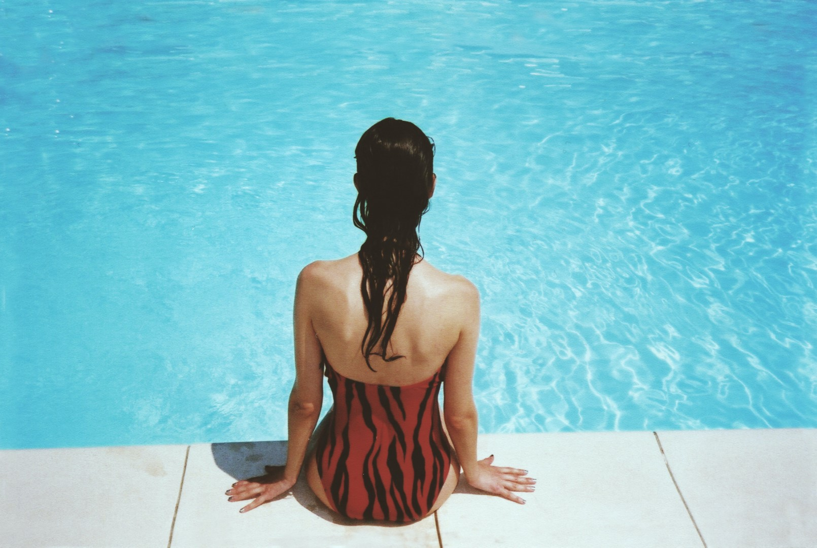 margot-pandone-woman by the pool