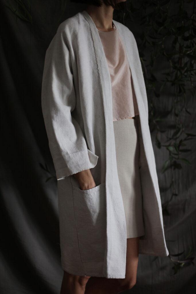 Kimono od podravskog lana i top bojadisan avokadom Plava organska bluza Scrunchies Plava bluza Organski crop top i kimono Institut održive mode