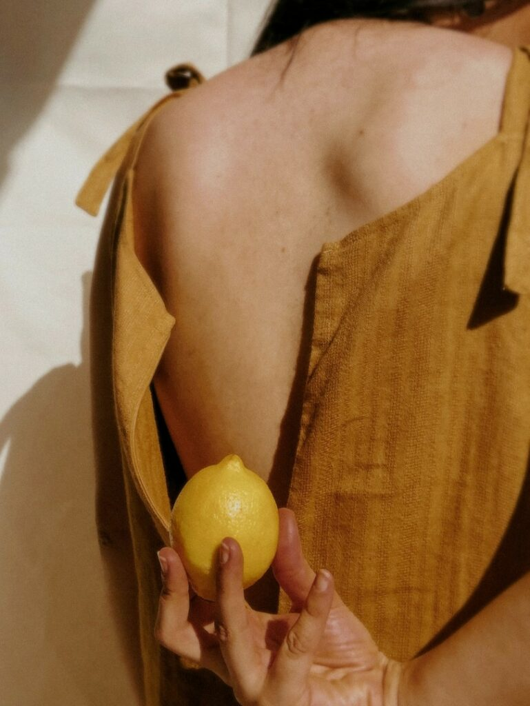 woman photoshot with oranges