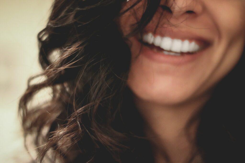 woman smile by lesly-juarez